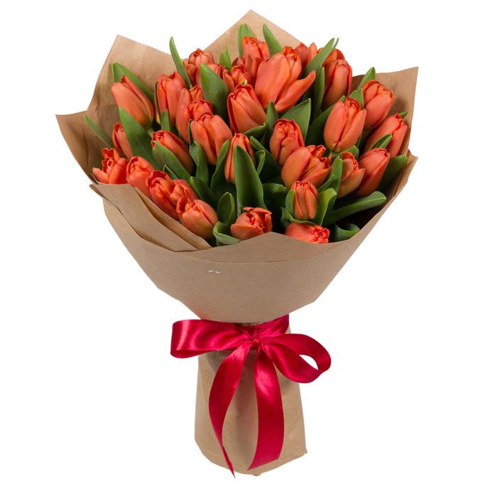 Букет из 35 красных тюльпанов в крафтовой бумаге