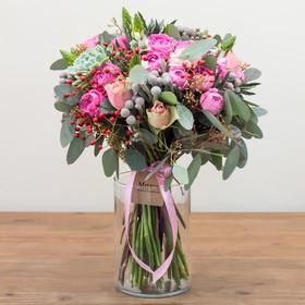 Букет из роз, орнитогалумов, брунии, суккулентов и эвкалипта