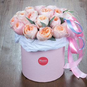 Большая шляпная коробка с пионовидными розами