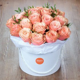 Огромная шляпная коробка с пионовидными розами