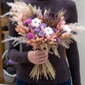 Букет из сухоцветов и стабилизированных цветов