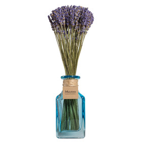 Французская лаванда в голубой вазе