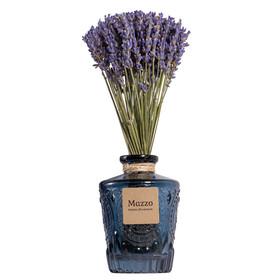 Французская лаванда в синей вазе