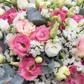 Букет из белых и розовых лизиантусов, статицы и эвкалипта