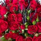 Шляпная коробка с кустовыми розами и лавандой